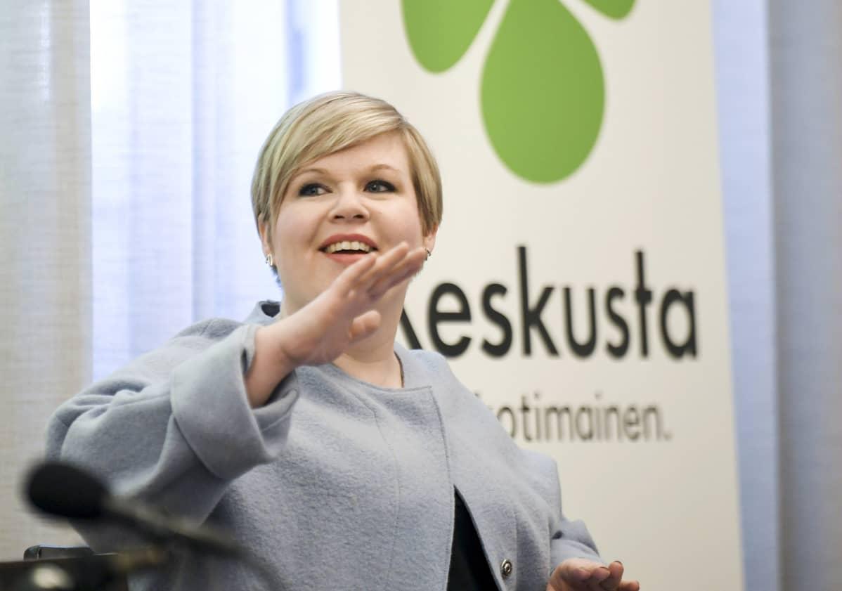 Keskustan puheenjohtaja, tiede- ja kulttuuriministeri Annika Saarikko keskustan tiedotustilaisuudessa eduskunnassa Helsingissä.