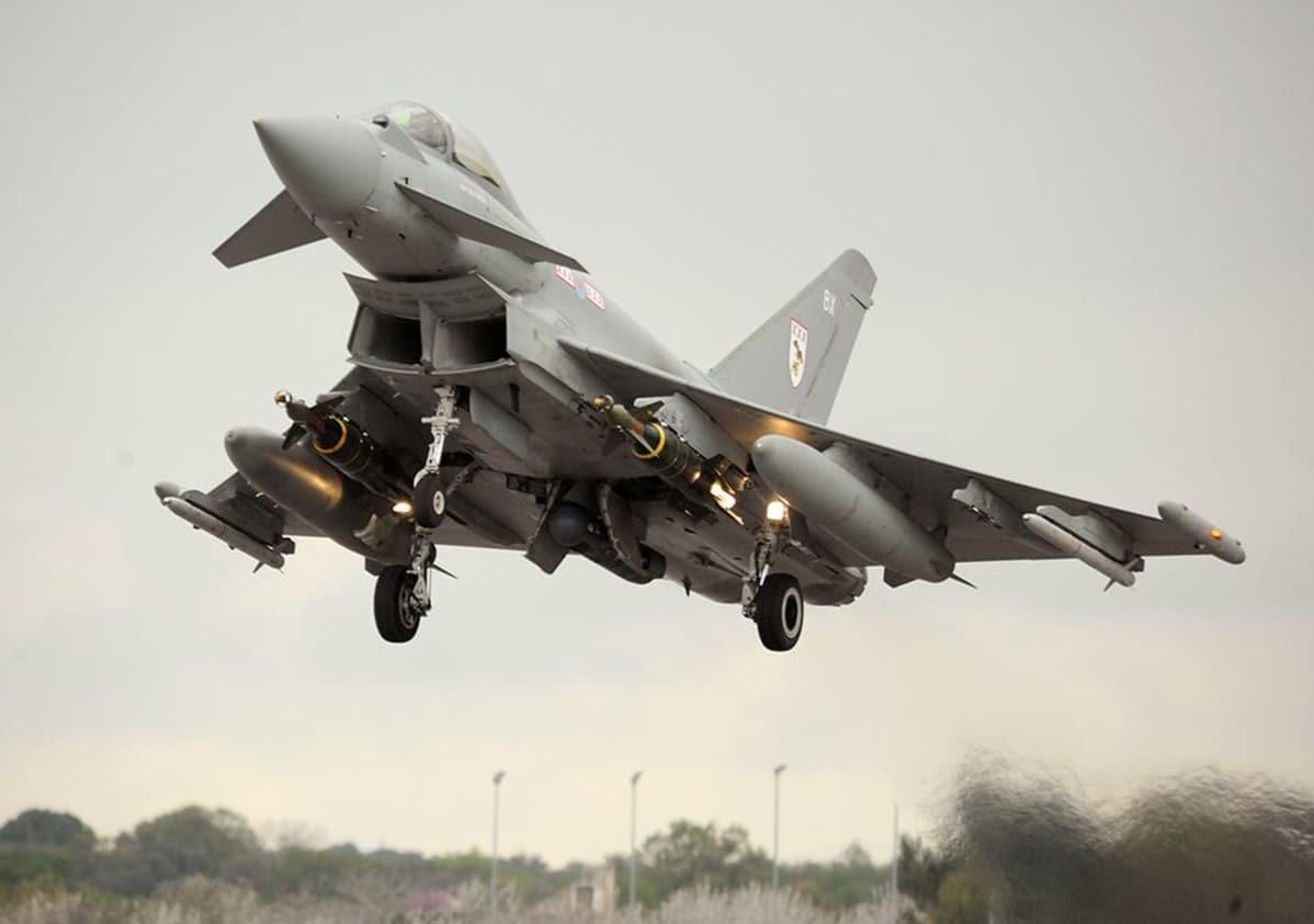 Eurofighter Typhoon hävittäjä-lentokone.