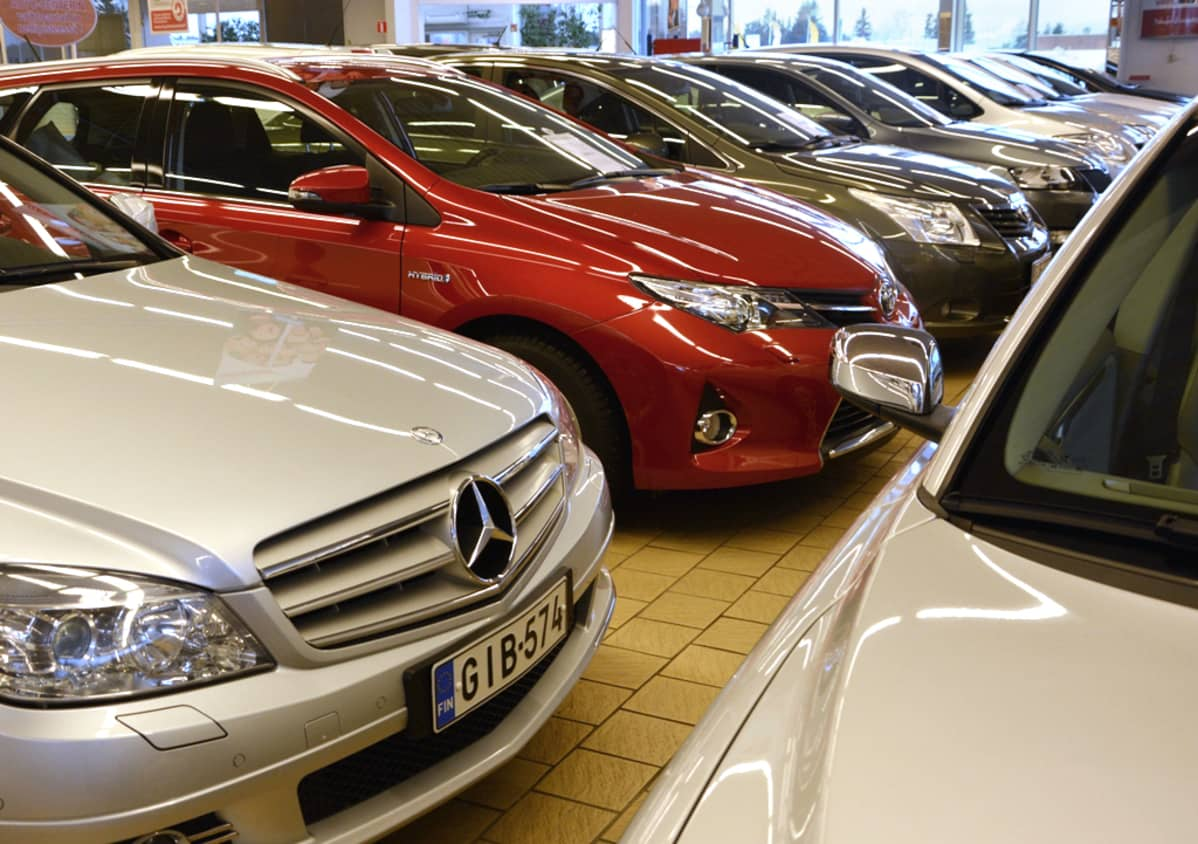 Myytäviä autoja