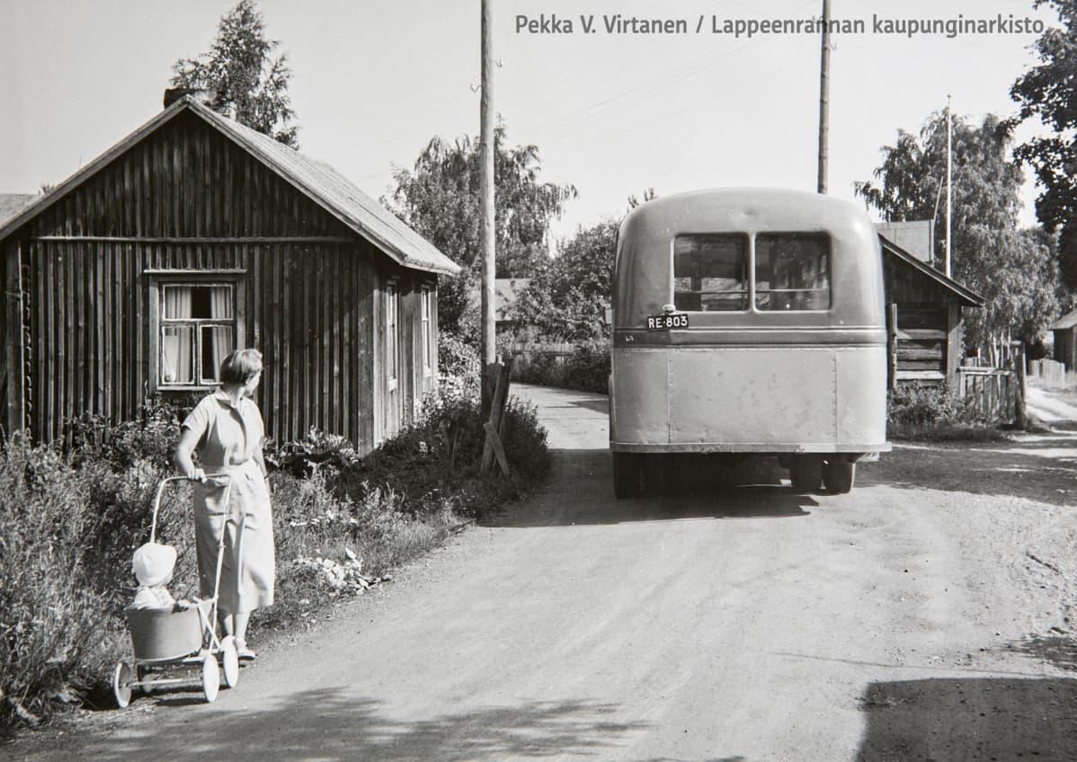 Kullervonkadun mutka Hakalissa vuonna 1955.