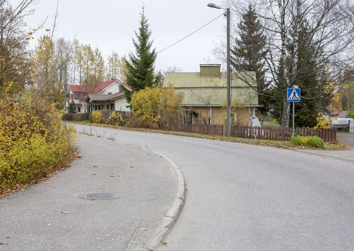 Kullervonkadun mutka Hakalissa vuonna 2016.