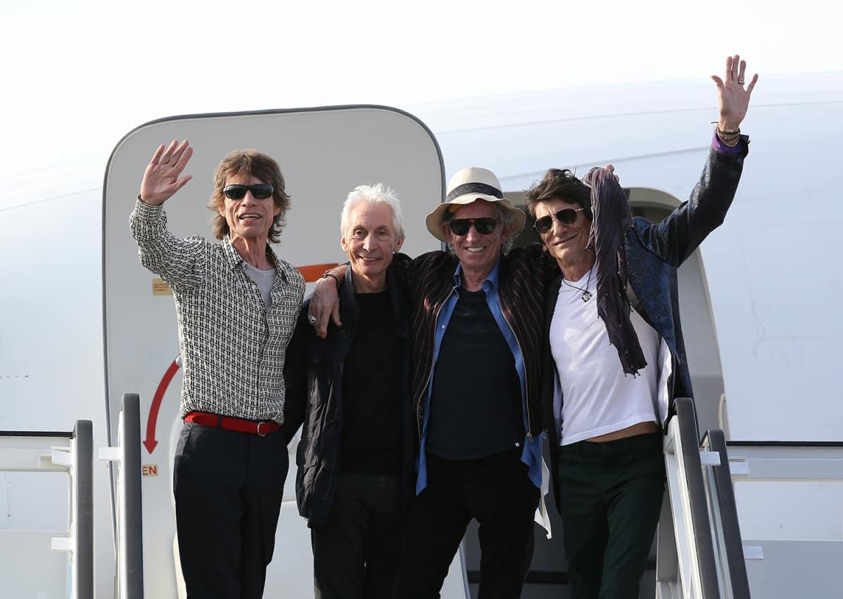 Rolling Stonesin jäsenet Mick Jagger (vas.), Charlie Watts, Keith Richards ja Ronnie Wood saapuivat Havannaan, Kuubaan torstaina 24. maaliskuuta.