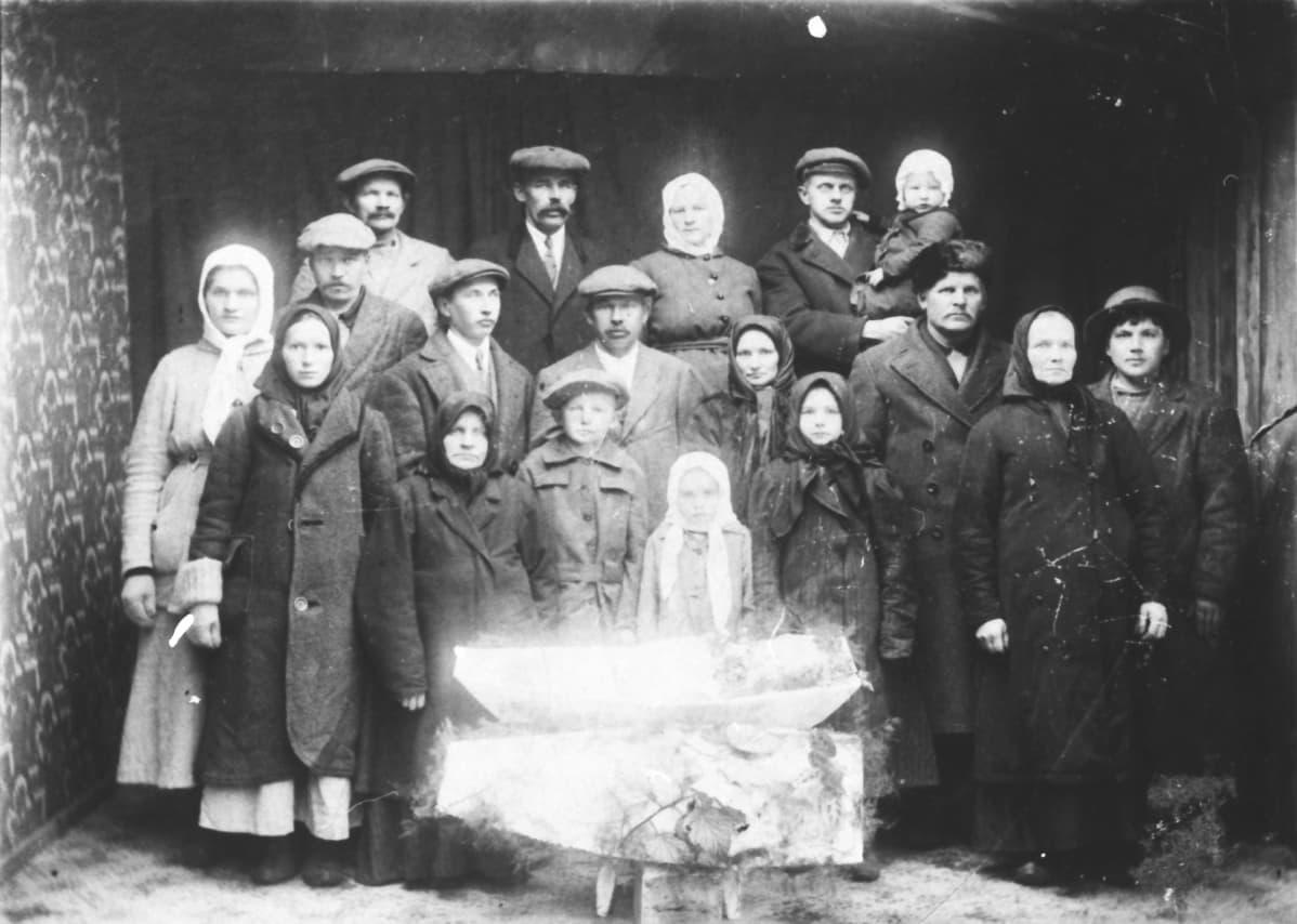 Espanjantautiin kuolleen nelivuotiaan lapsen hautajaiset.