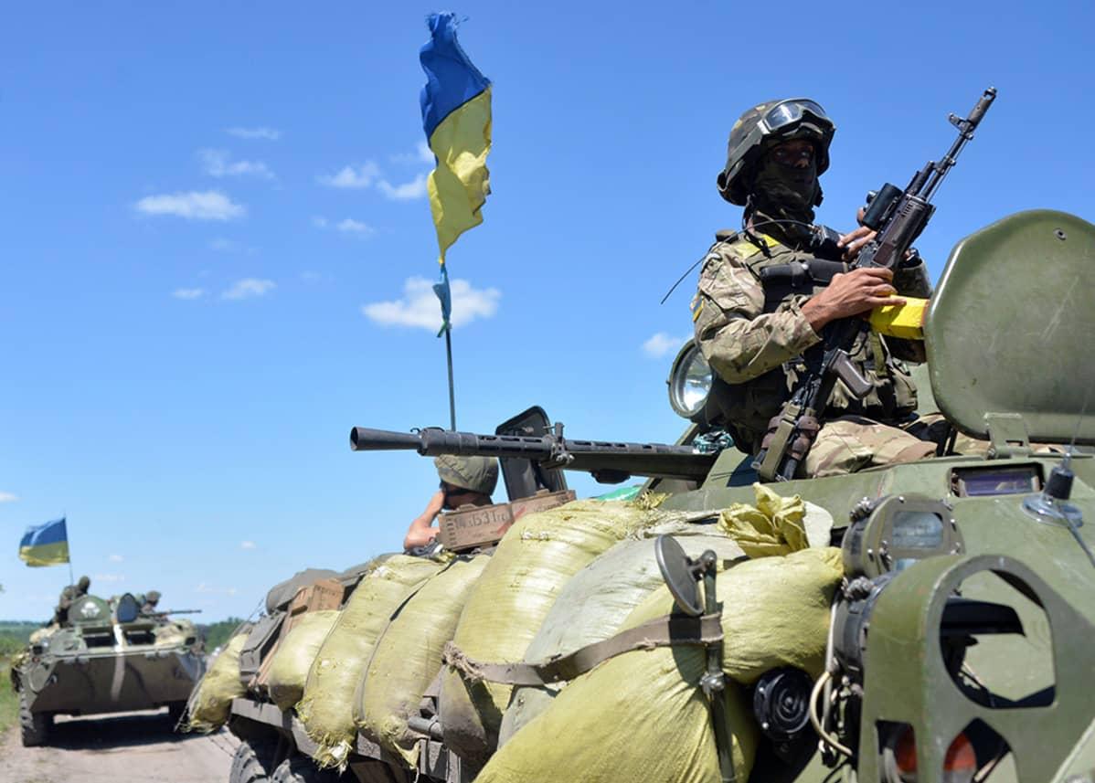 Ukrainan joukkoja matkalla terrorismin vastaiseen operaation Donetskin pohjoispuolelle 3. heinäkuuta 2014