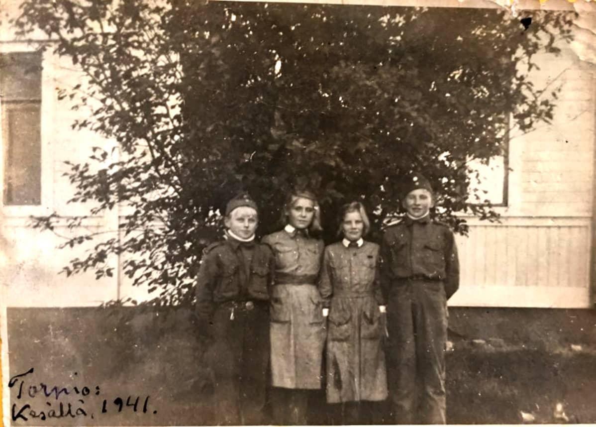 Arvo Majuri toimi lähettinä sotilaspojissa 14-vuotiaana.
