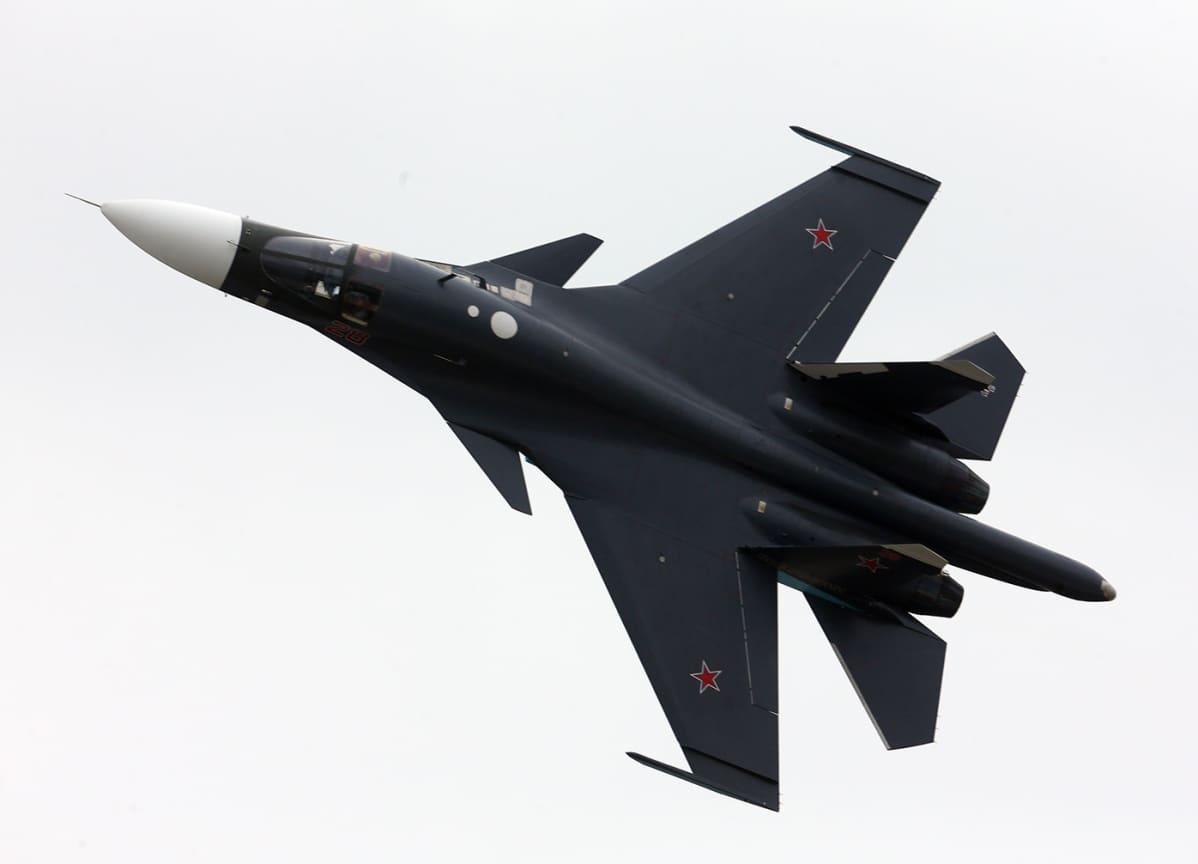 Venäläinen Su-34 pommikone.