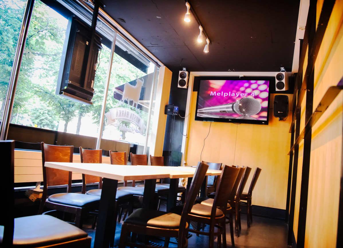 Ravintola Mustan härän erillinen karaoke-huone