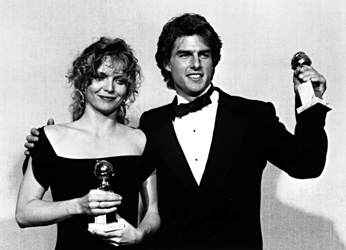 Michelle Pfeiffer ja Tom Cruise Golden Globe -palkinnot kädessään.