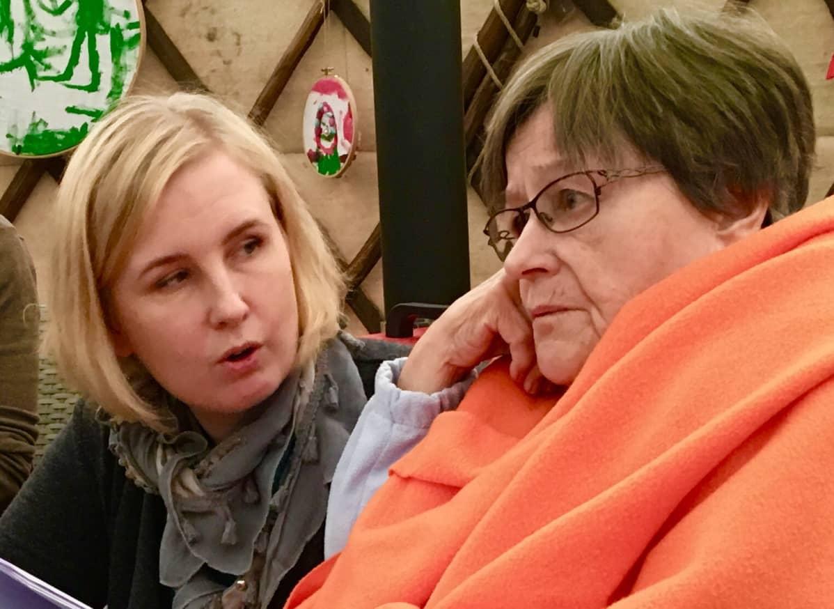 Kanerva Niemelä ja Anja Värälä laulavat yhdessä.