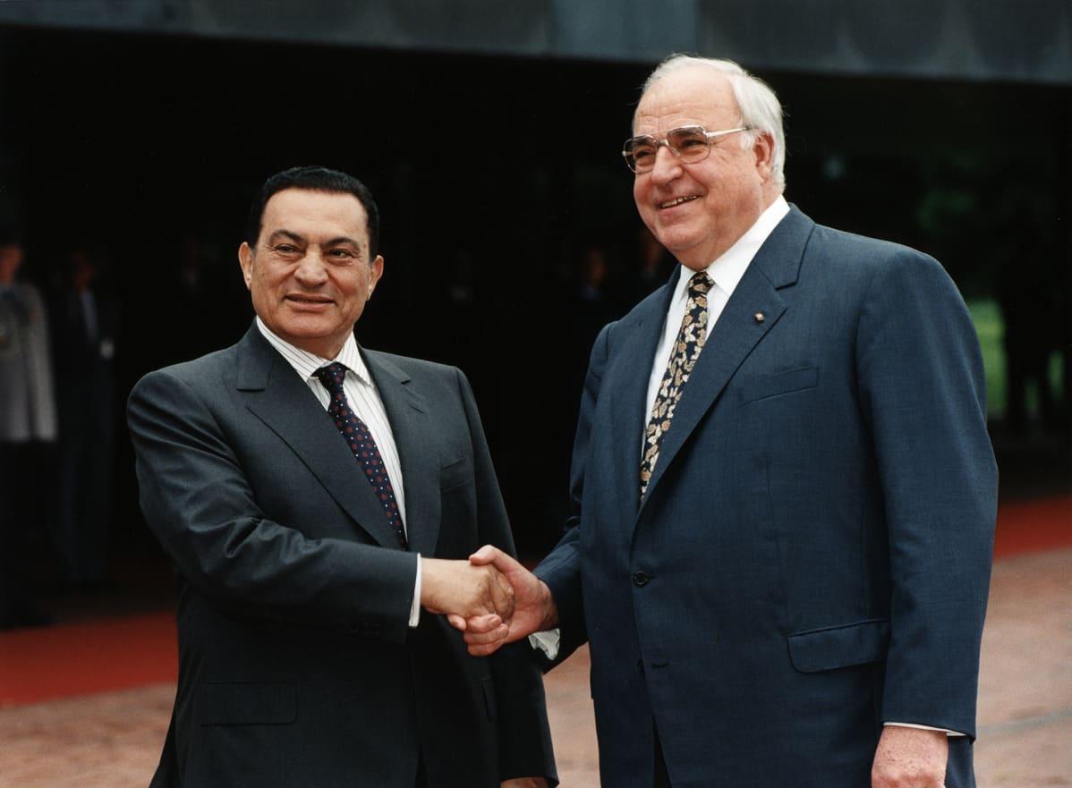 Hosni Mubarak ja Helmut Kohl 1997.