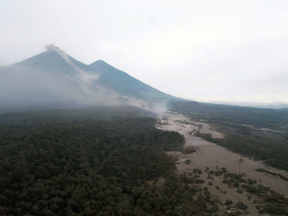Fuego-tulivuori purkauksen jälkeen 4. kesäkuuta.