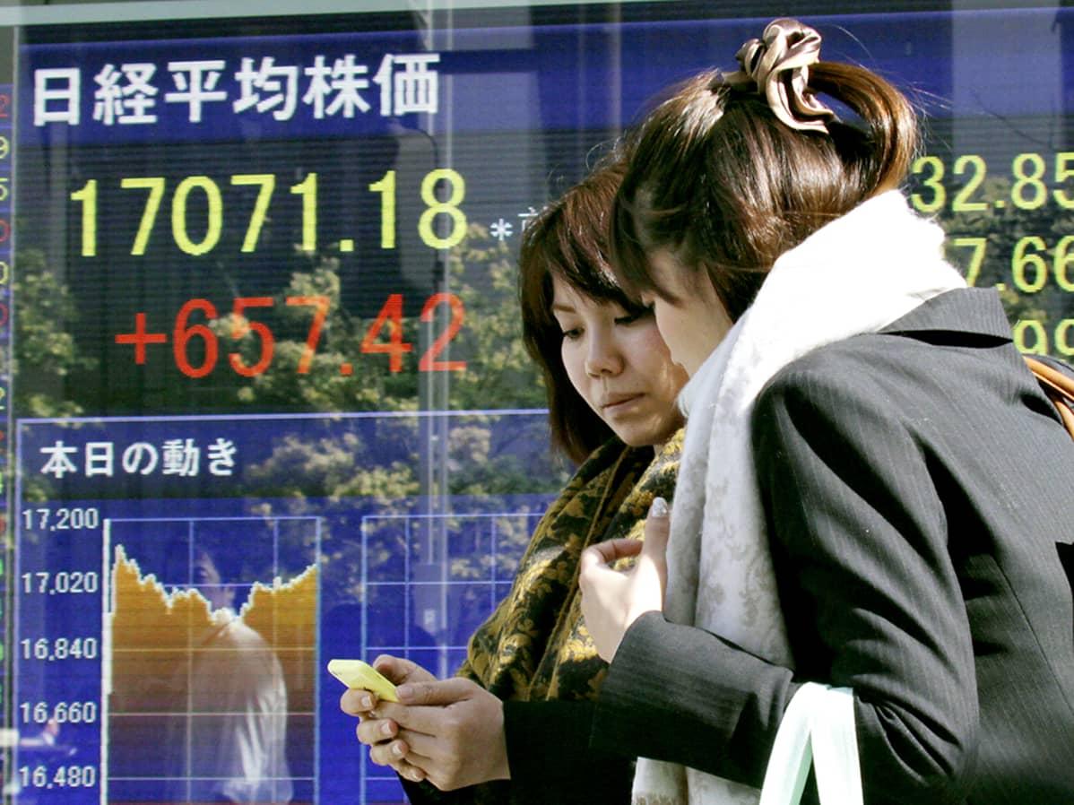 Tokion pörssin infonäyttö.