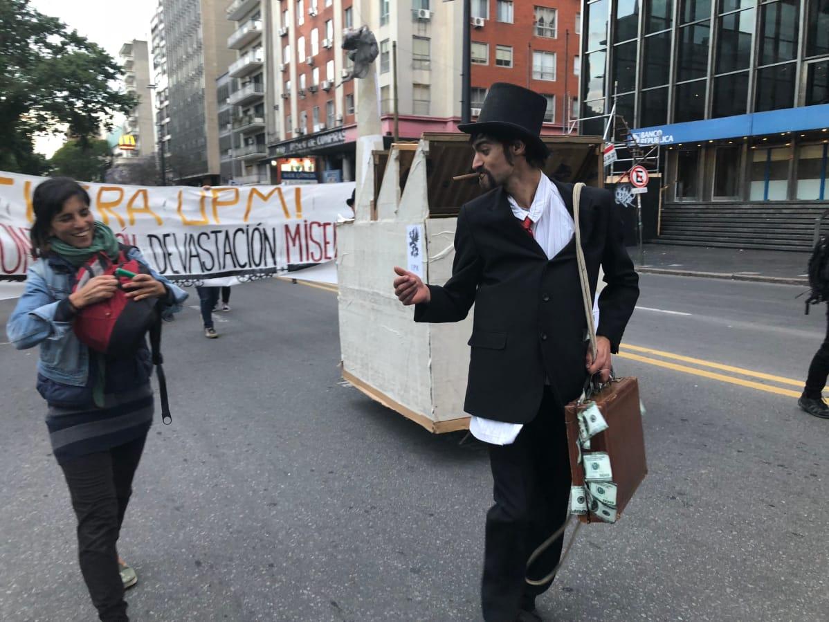 Demostración contra el proyecto de la planta de celulosa de Uruguay de UPM