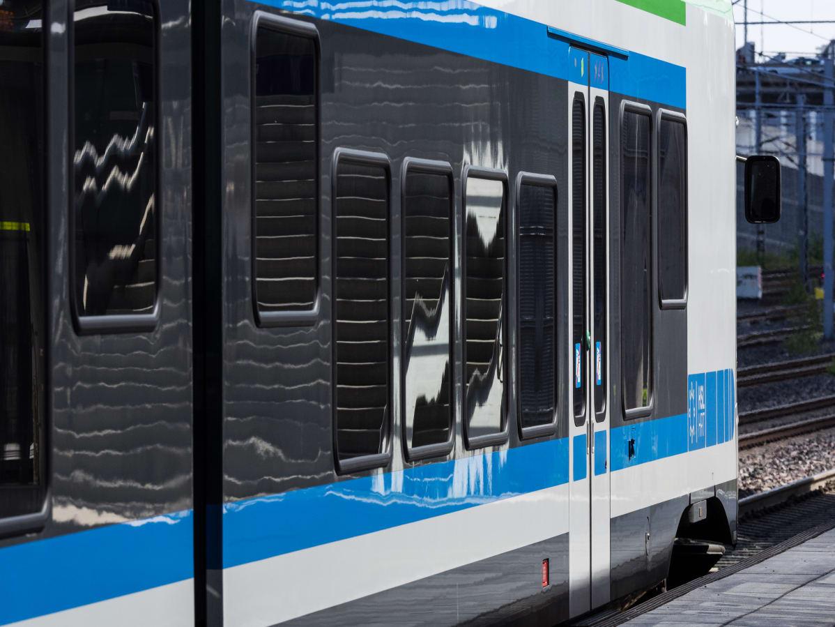 Japanilainen junassa suku puoli