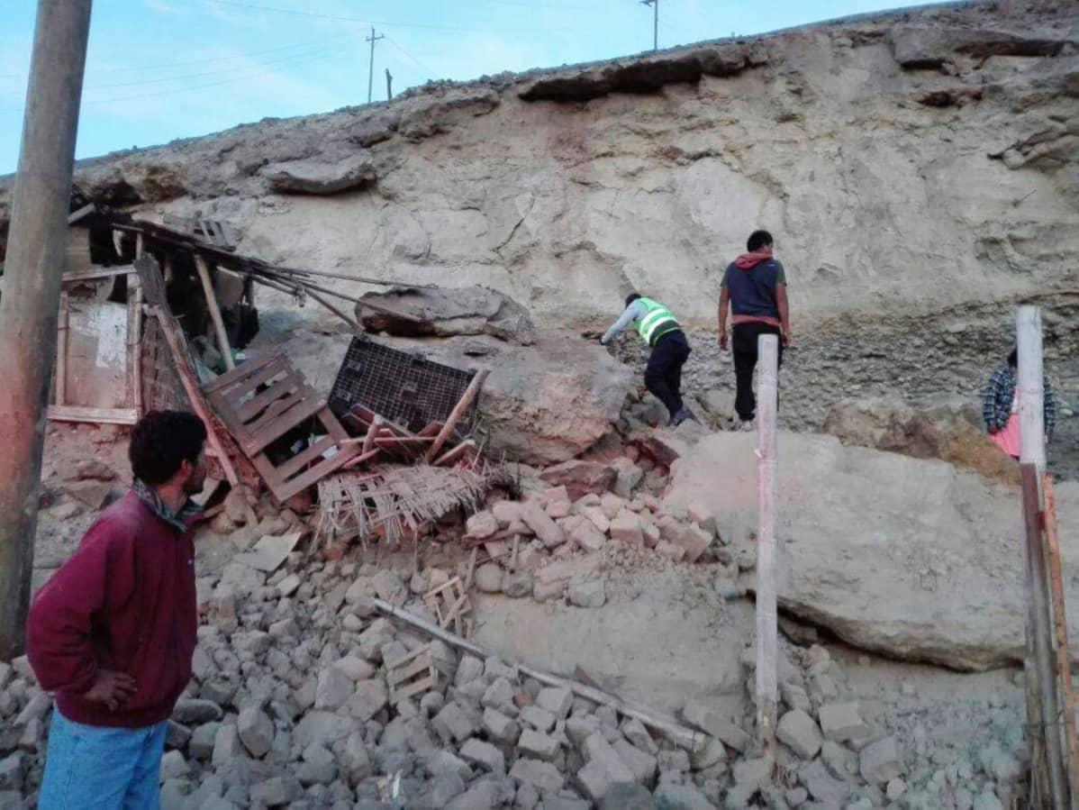 Pelastusjoukot etsivät kadonneita kaivosmiehiä.