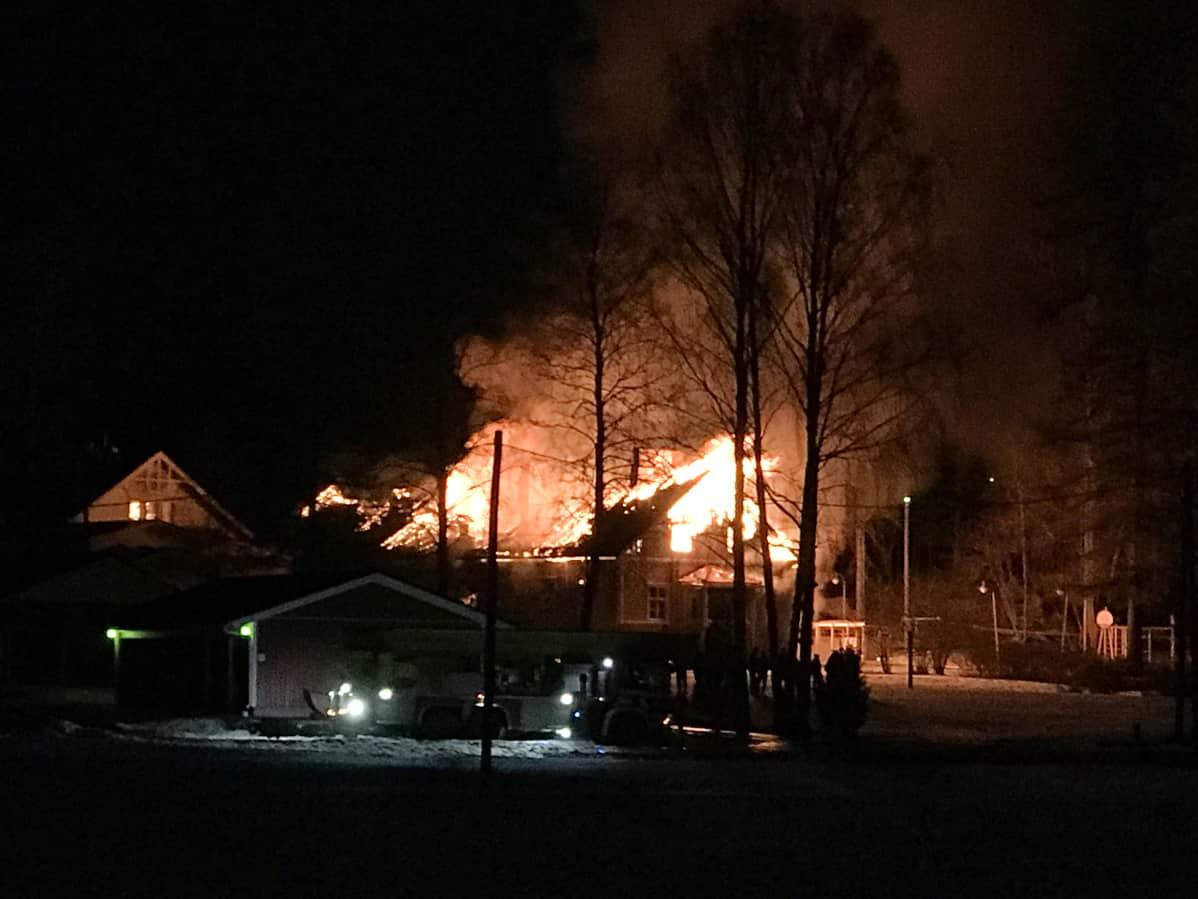 Lusin koulu Heinolassa tuhoutui tulipalossa.