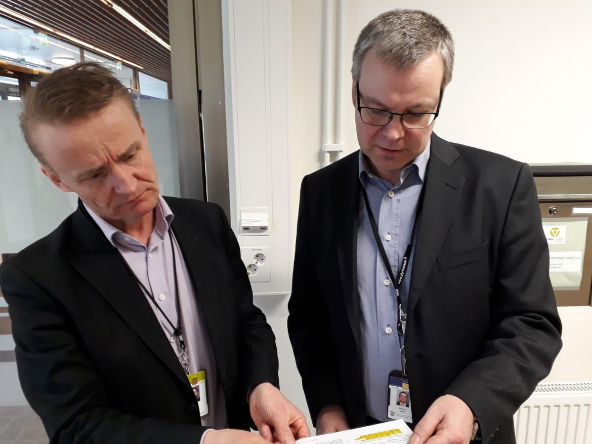 Asiantuntija Pasi Ristilä ja palvelujohtaja Hannu Lehti Varsinais-Suomen TE-toimistosta.