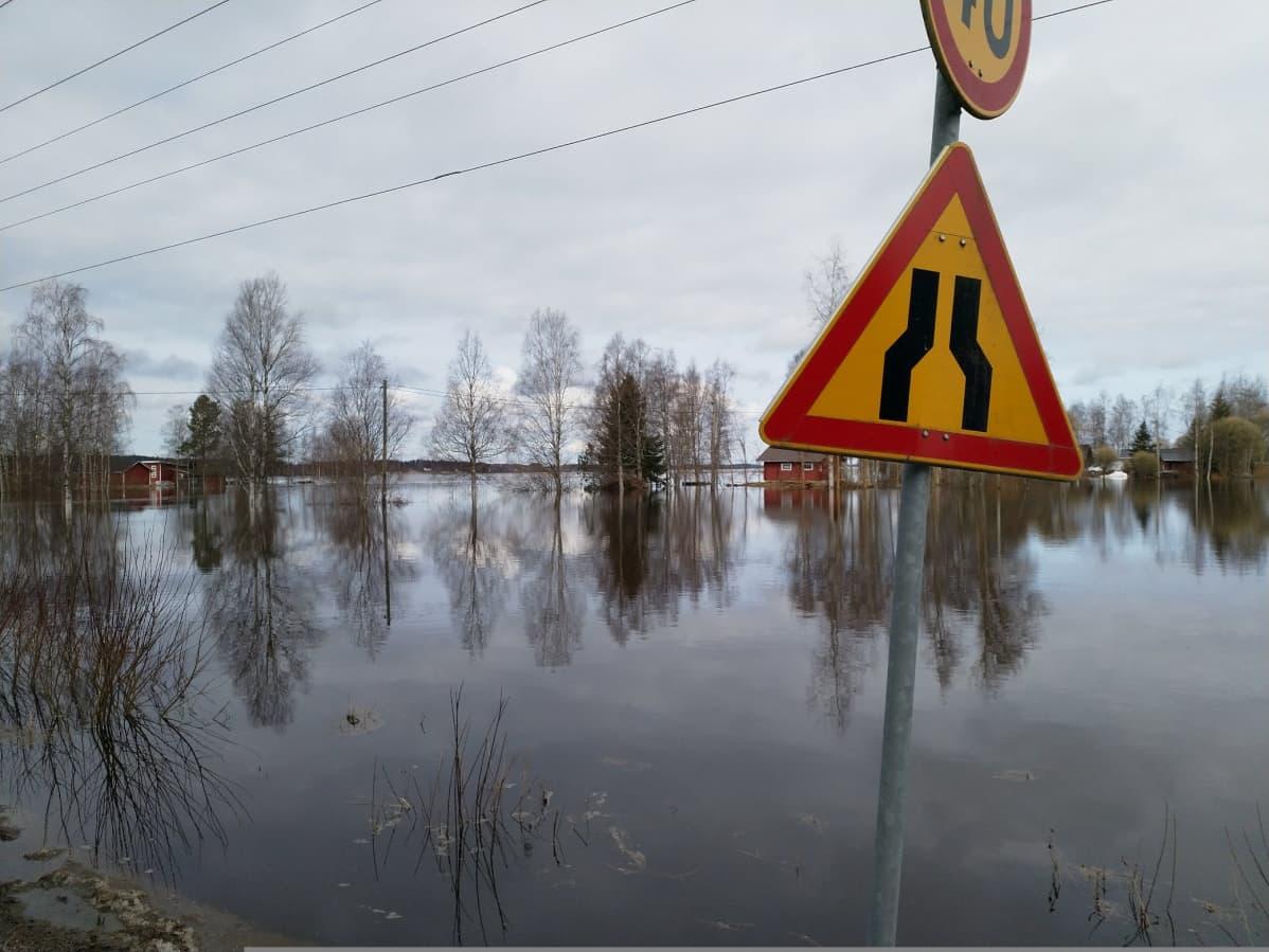Kuortaneenjärven tulvaa 23.4.2018