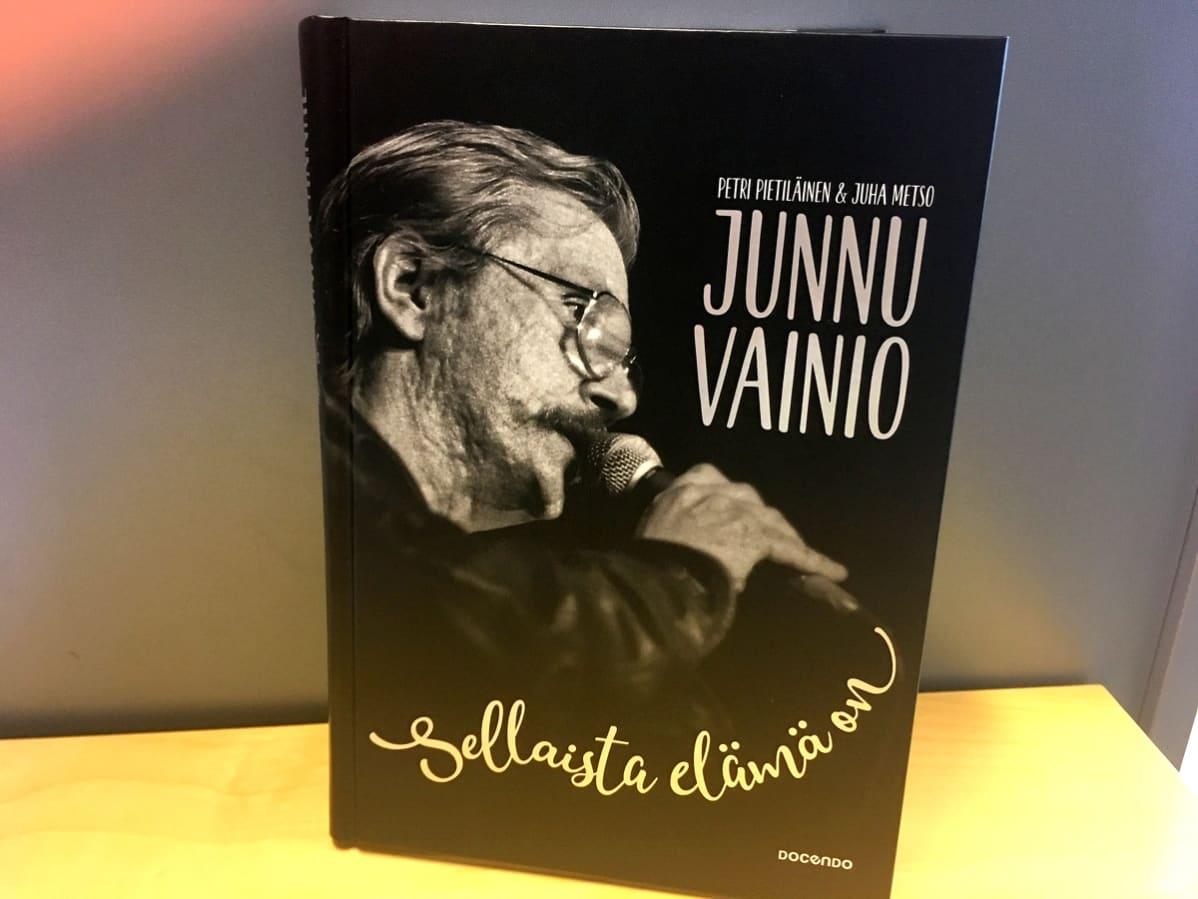 Juha Vainiosta kertova elämäkerta
