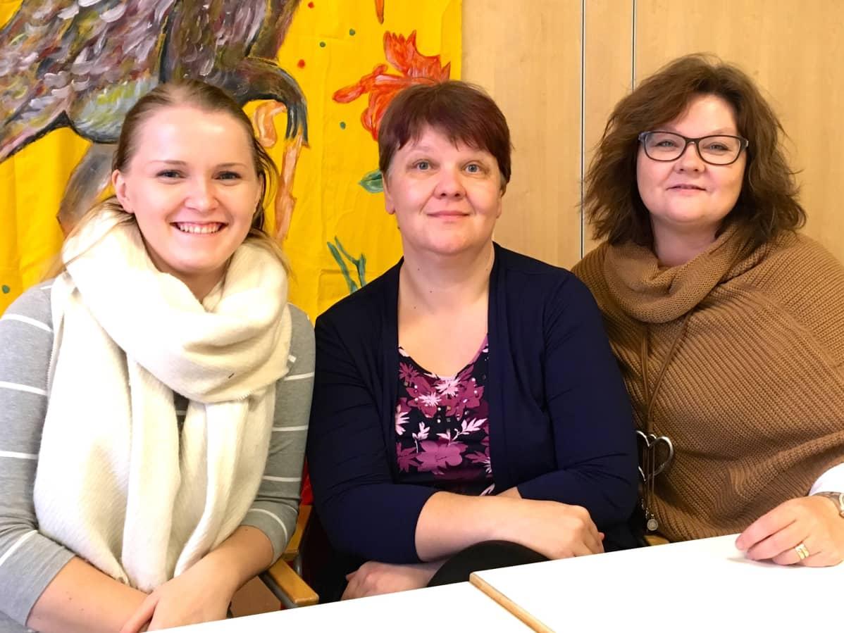 Kulttuuri-innostajat Jenny Palomäki, Anne Lahtinen ja Satu Nokkonen.