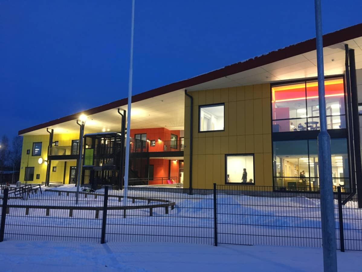 Tampereen Haukiluomassa avautui loppiaisen jälkeen uusi, 160-paikkainen päiväkoti vanhan, sisäilmaongelmaisen päiväkodin tilalle.