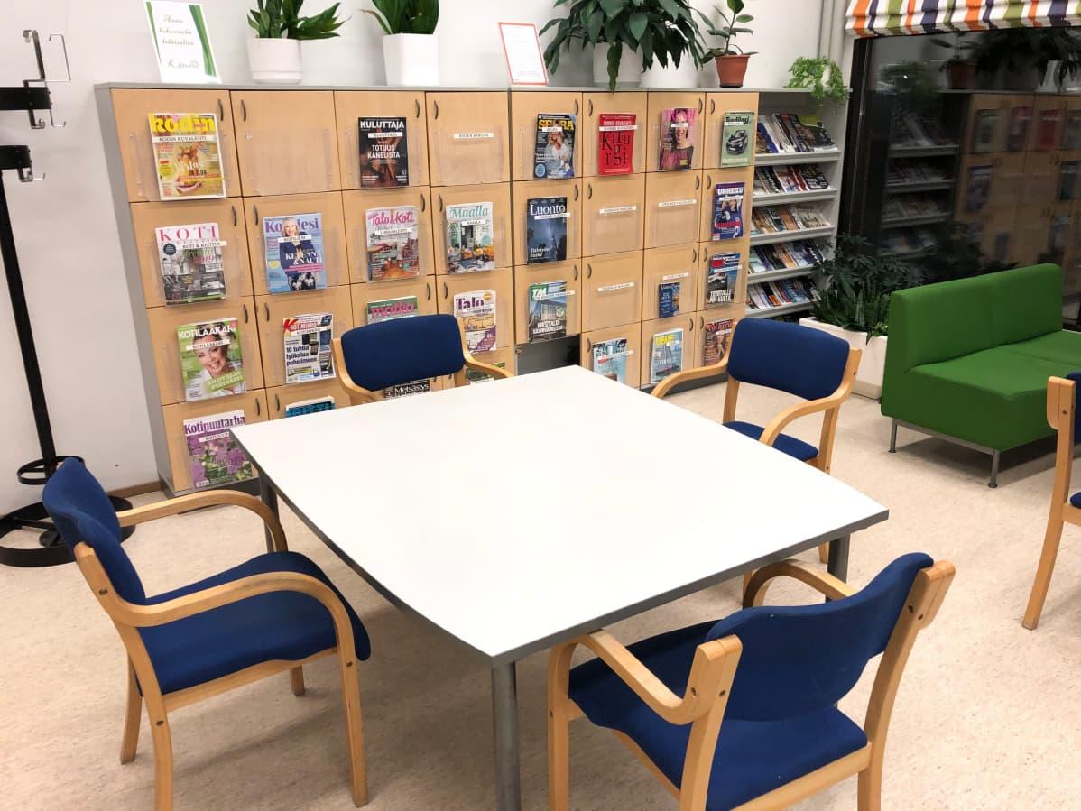 Työskentelytila Inkeroisten kirjastossa.
