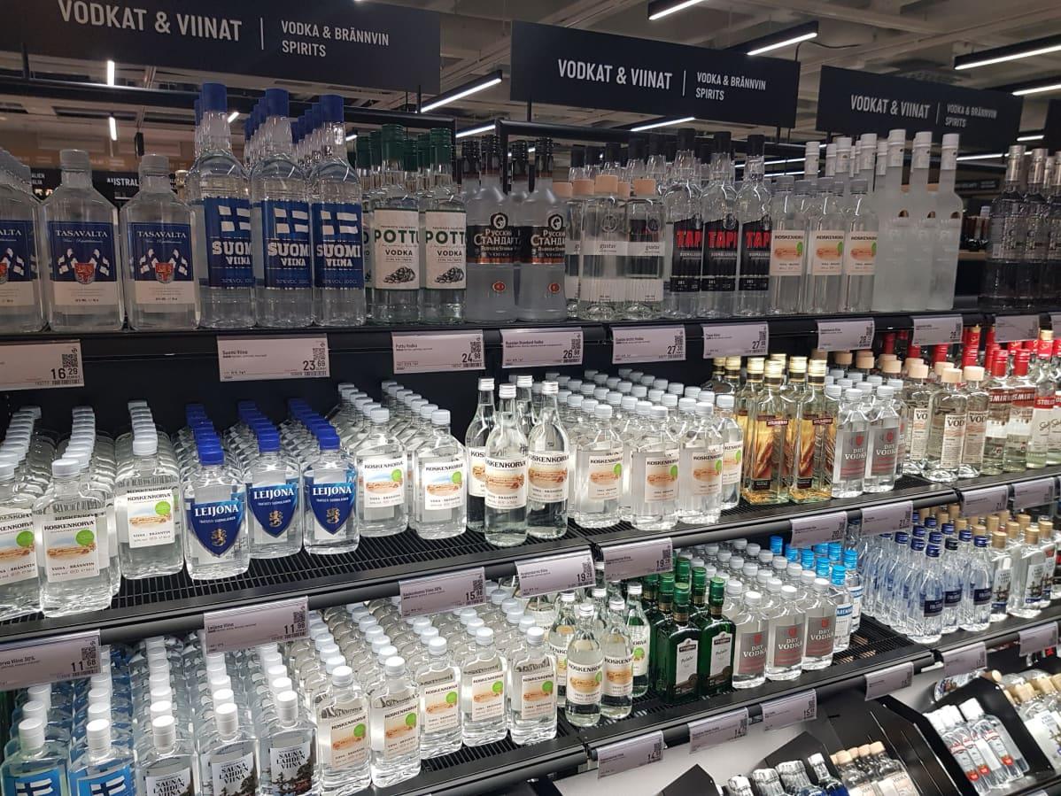 Alkon viinahyllyjä Kuopion Sokoksen Alko