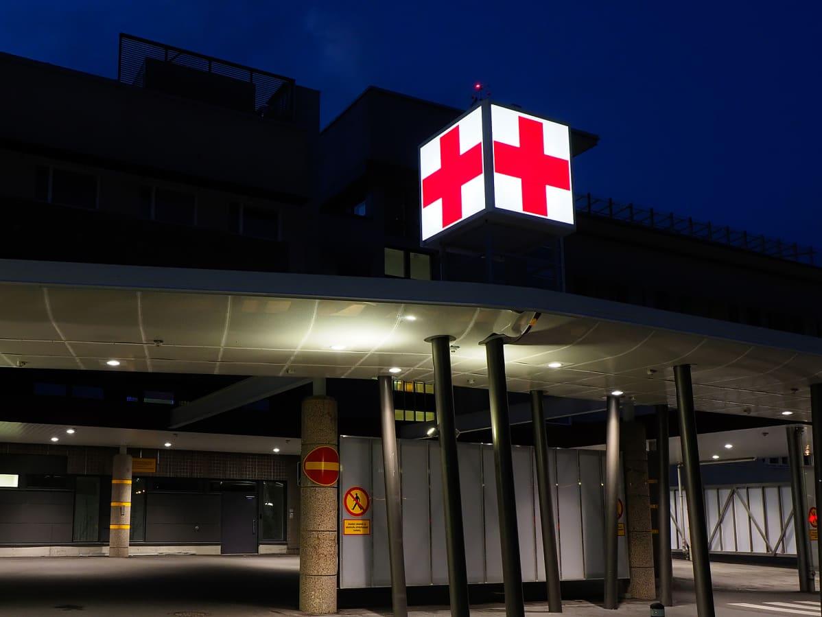 Kuopion yliopistollisen sairaalan sisäänkäynti.