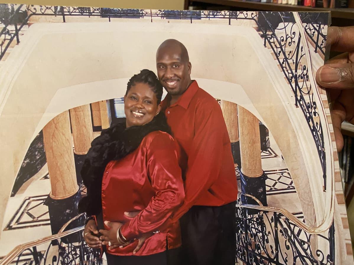 Marco ja YoLanda Mention ehtivät olla naimisissa yli kymmenen vuotta. Kirkko ja musiikki yhdistivät pariskuntaa. YoLanda lauloi solistina Marcon johtamassa kirkkokuorossa.
