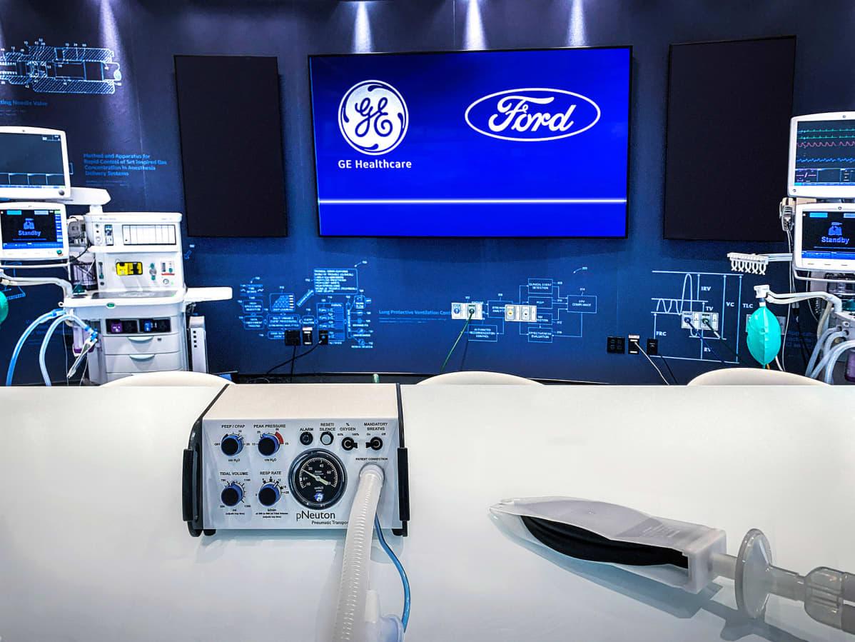 Ford esitteli GE Healthcaren kanssa yhteistyössä valmistettavaa hengityskonetta Rawsonvillessa Michiganissa.