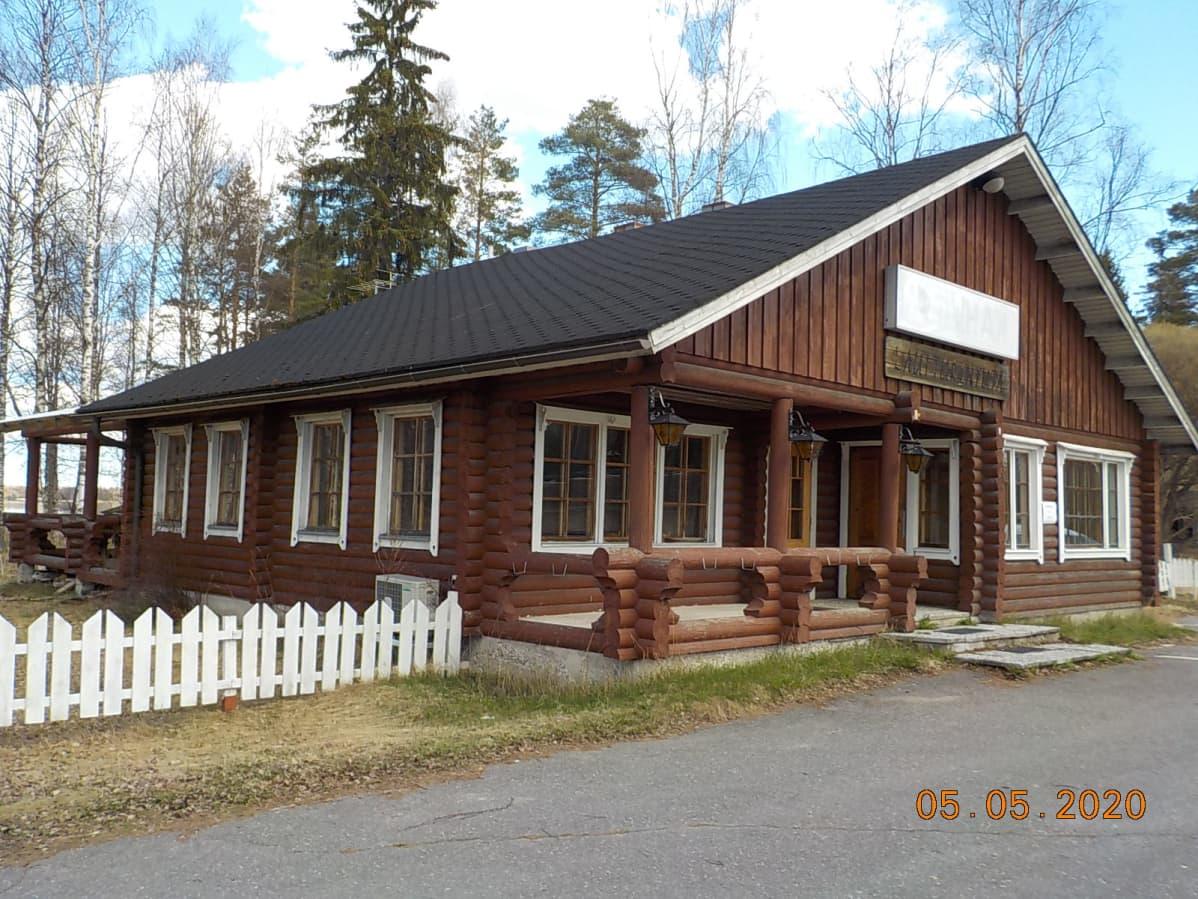 Oravakiven leirintäalueen kahvilarakennus