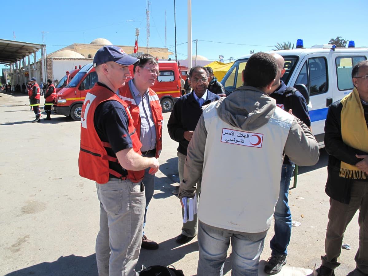 Kalle Löövi avustustyössä  Libyan väkivaltaisuuksia paenneiden auttamiseksi Tunisiassa vuonna 2016.