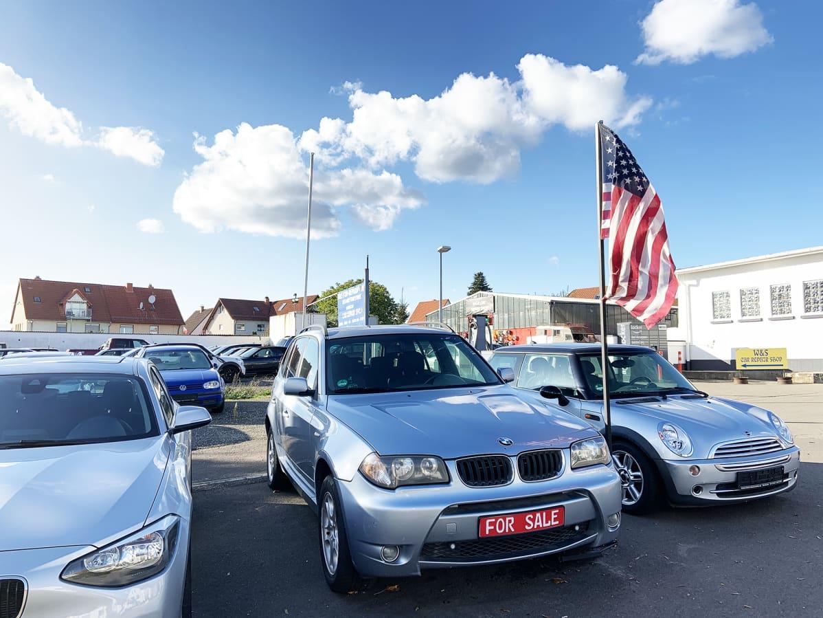 Autokaupan piha Rammsteinissa