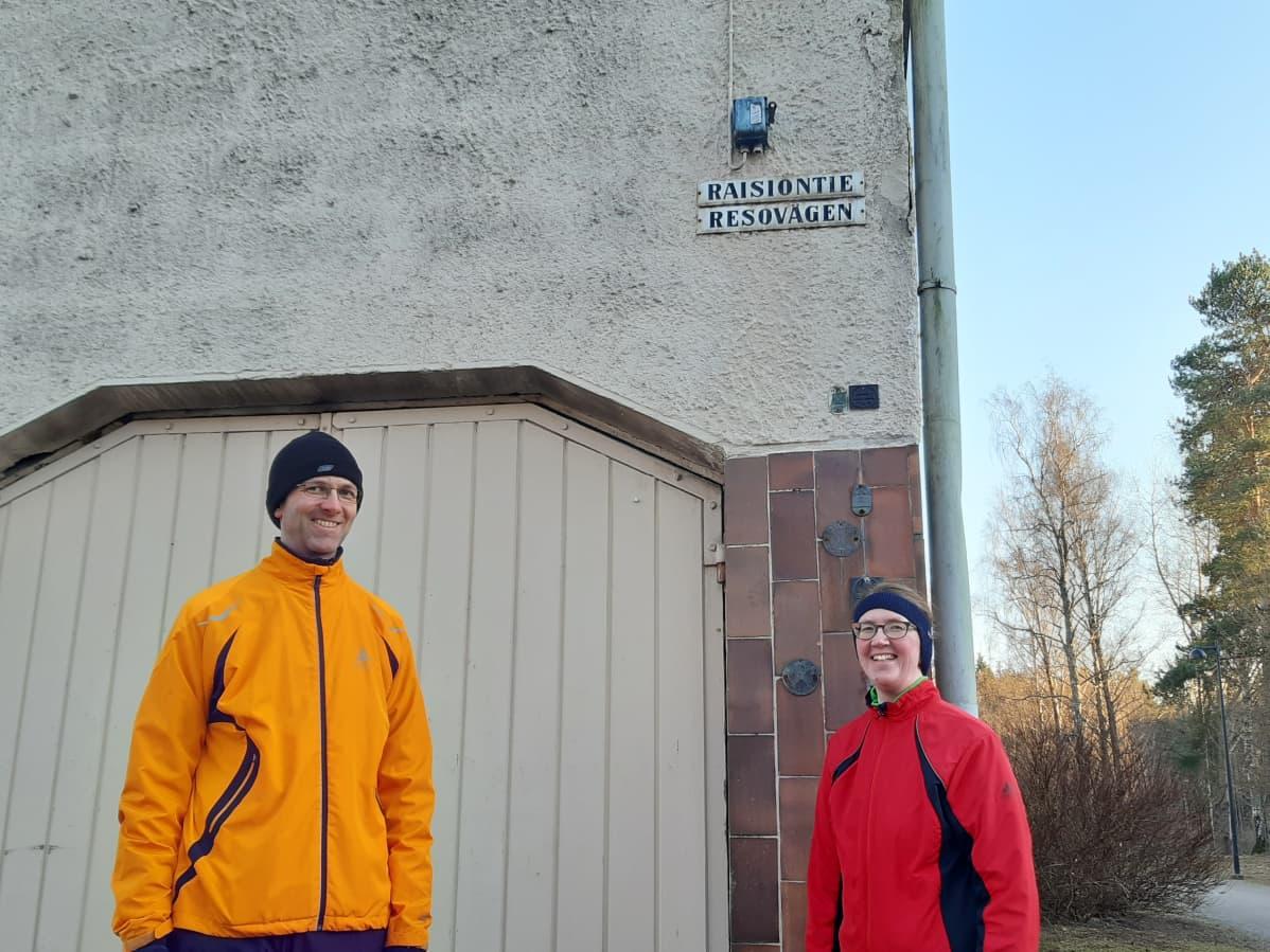 Henna ja Olli Kara ovat kävelleet jo puolet helsinkiläiskaduista päästä päähän.