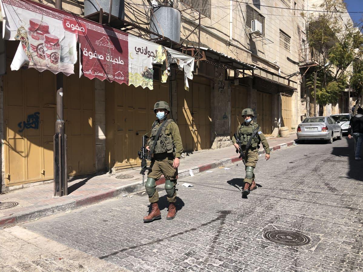 Israelin armeijan sotilaat partioivat Hebronissa