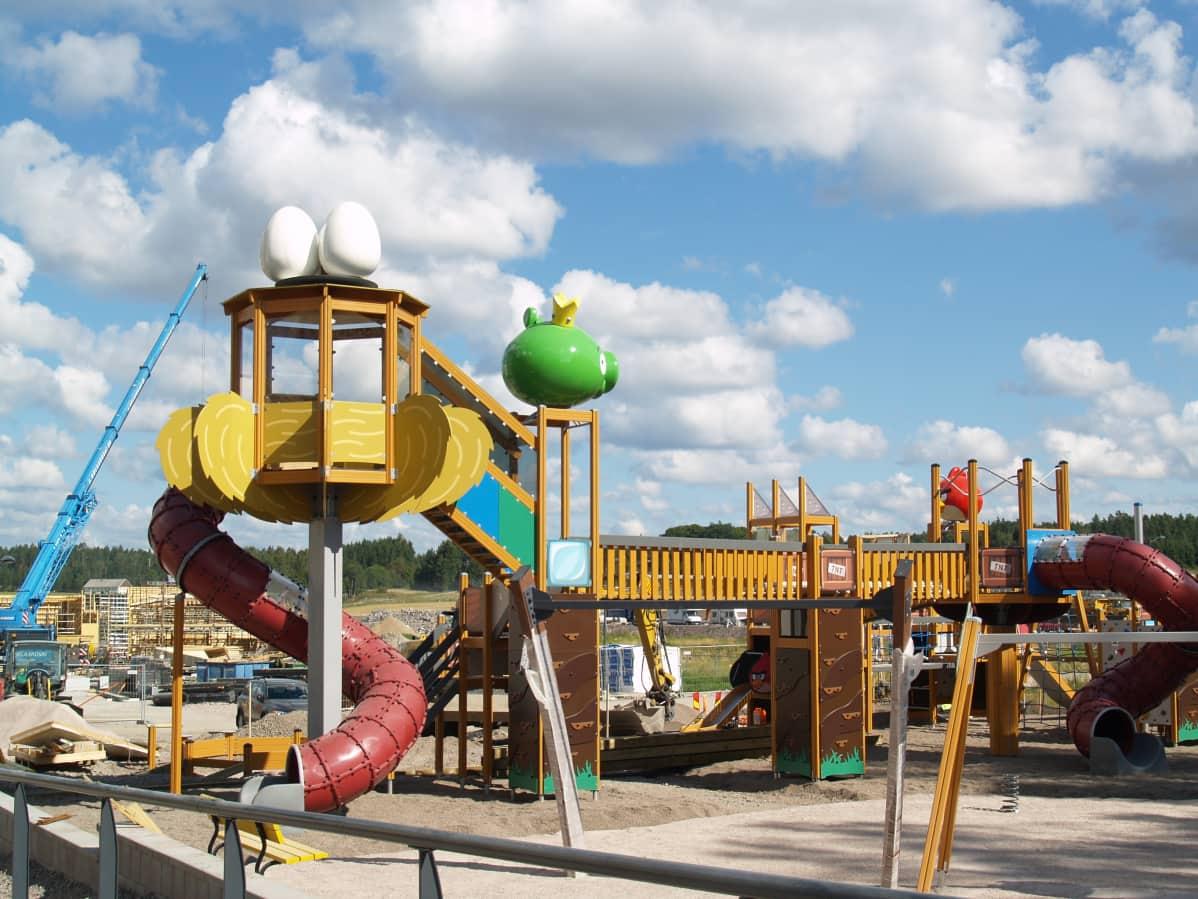 Espoon rakenteilla olevat Angry Birds -leikkipuisto