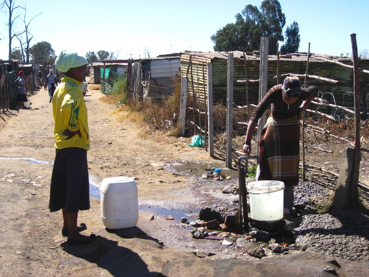 Pahamaineiset lähiöt, Ramaphosa, Ajankohtainen kakkonen