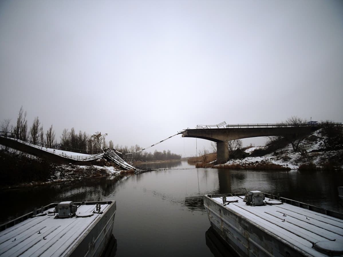 Pommitettu silta.