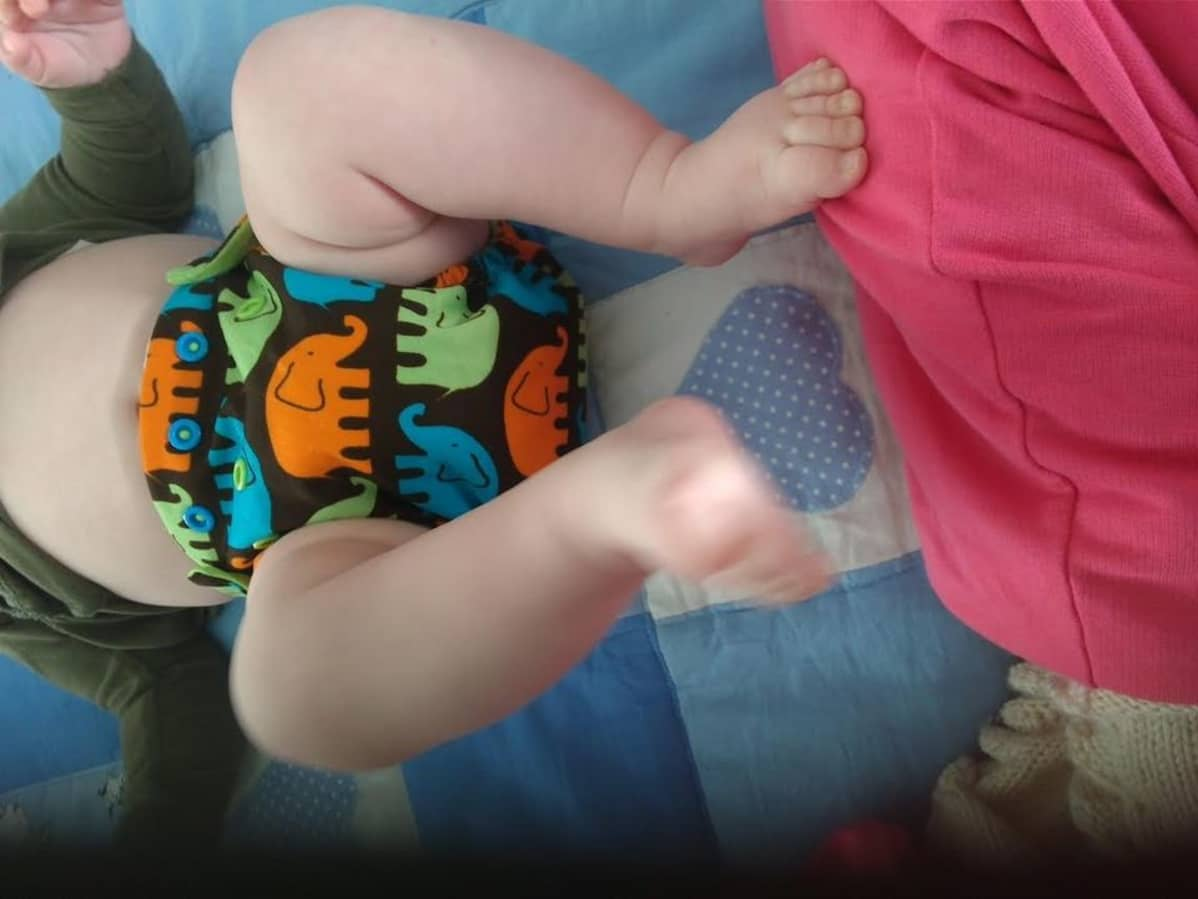 Vauva kestovaipoissa.