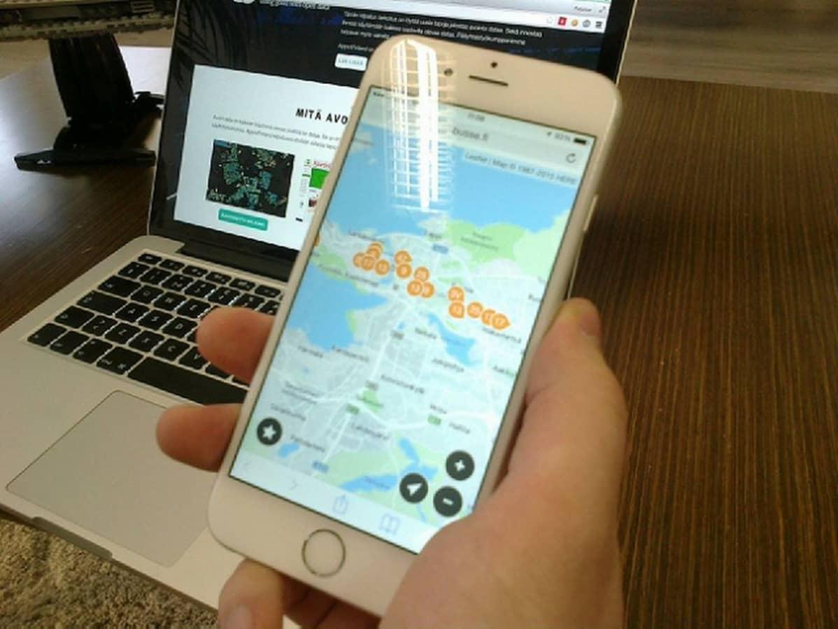 Älypuhelimessa näkee Tampereen kartalta, missä kukin bussi milloinkin liikkuu.