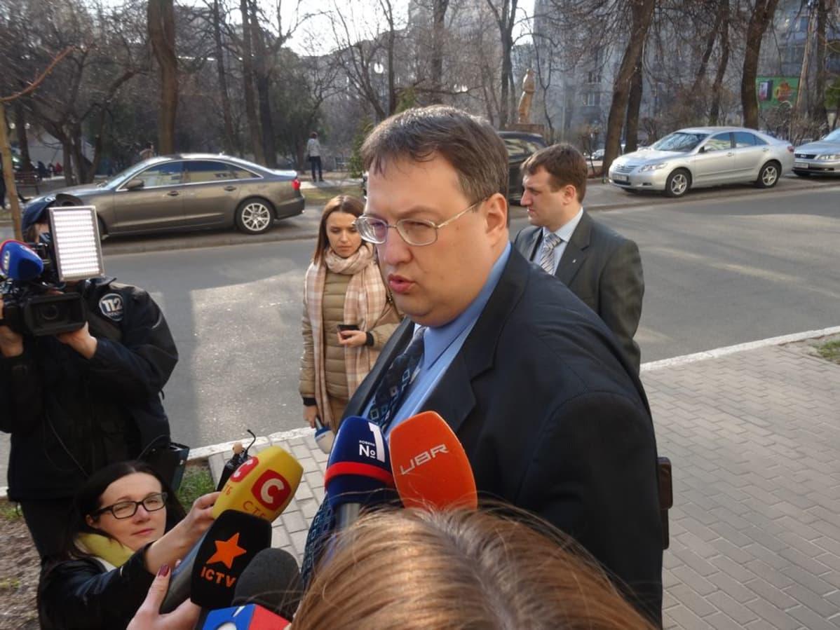 Sisäministerin neuvonantaja Anton Gerašenko.