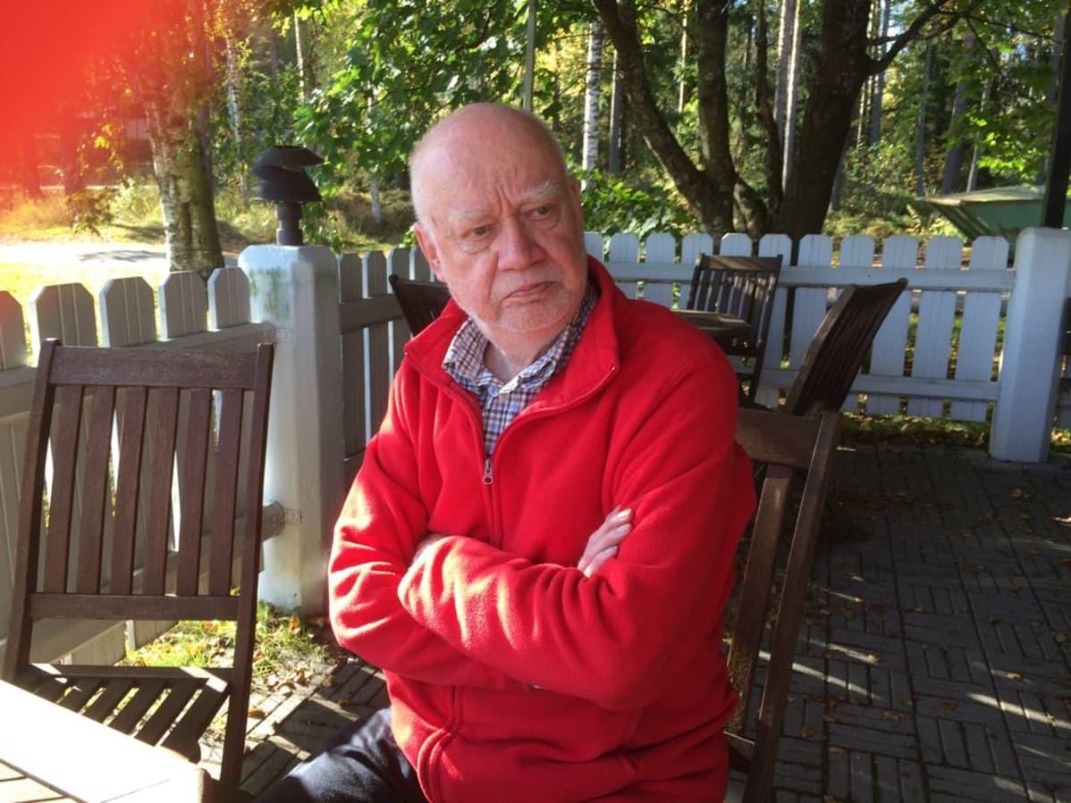 Halsuan eläkkeellä oleva kunnanjohtaja Kalevi Lindfors.
