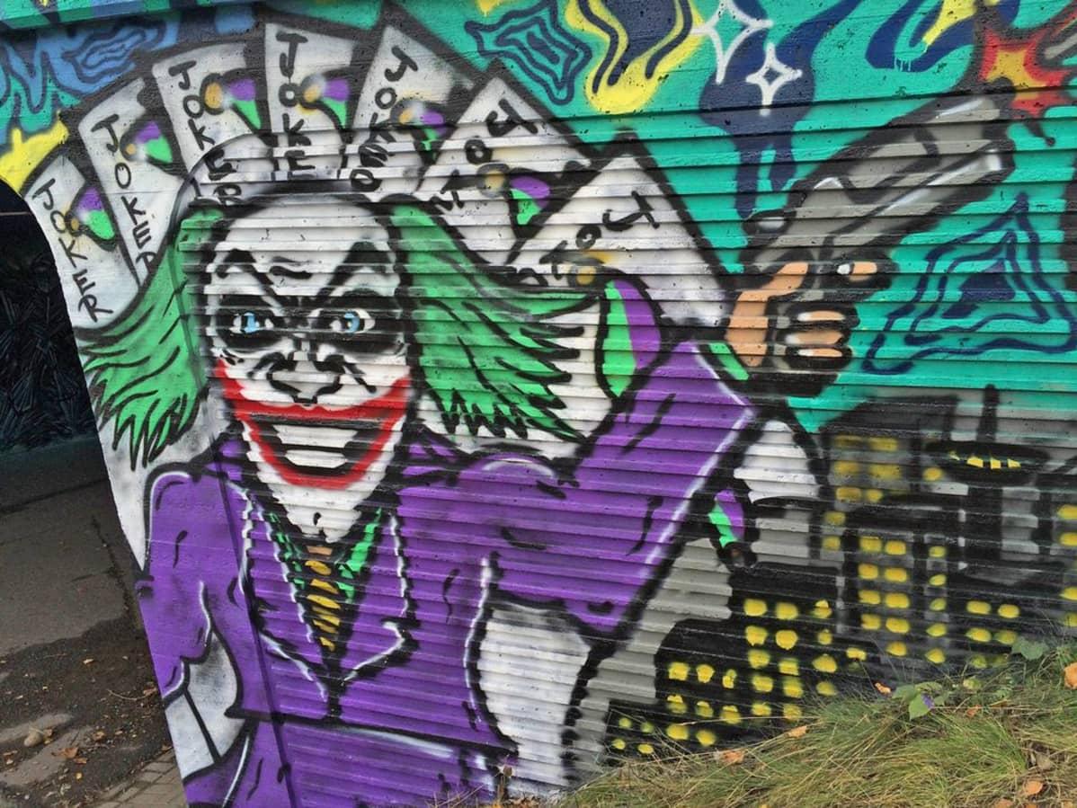 Graffiti Hakametsän alikulkutunnelissa Tampereella