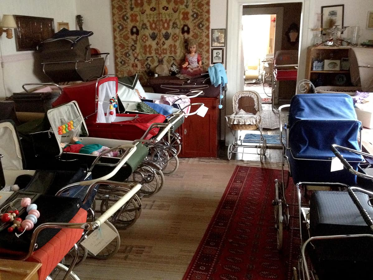 Lastenvaunumuseon vaunukokoelmaa