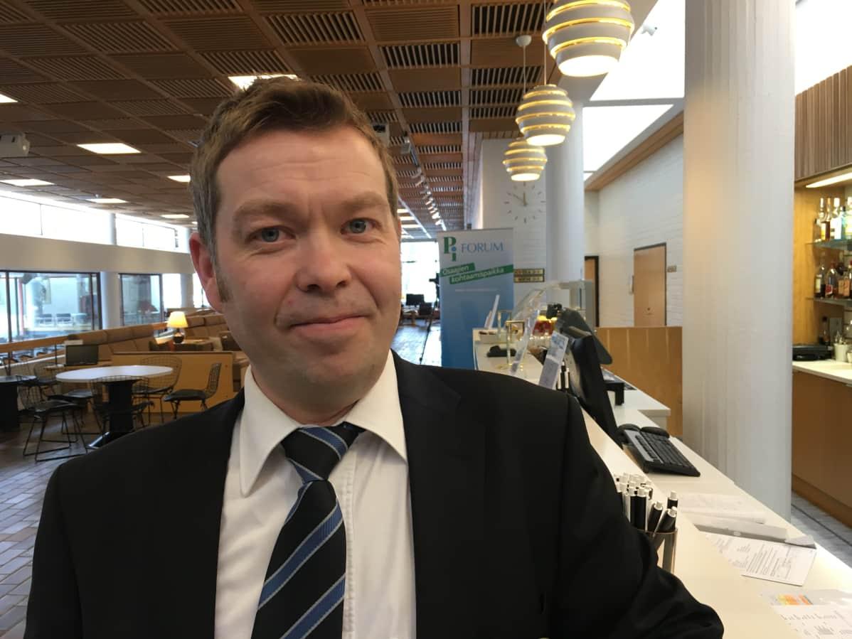 Hotelliyrittäjä Antti Ropponen.