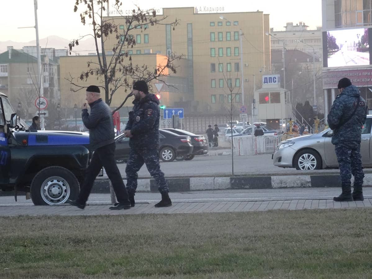 Poliiseja kaupungilla