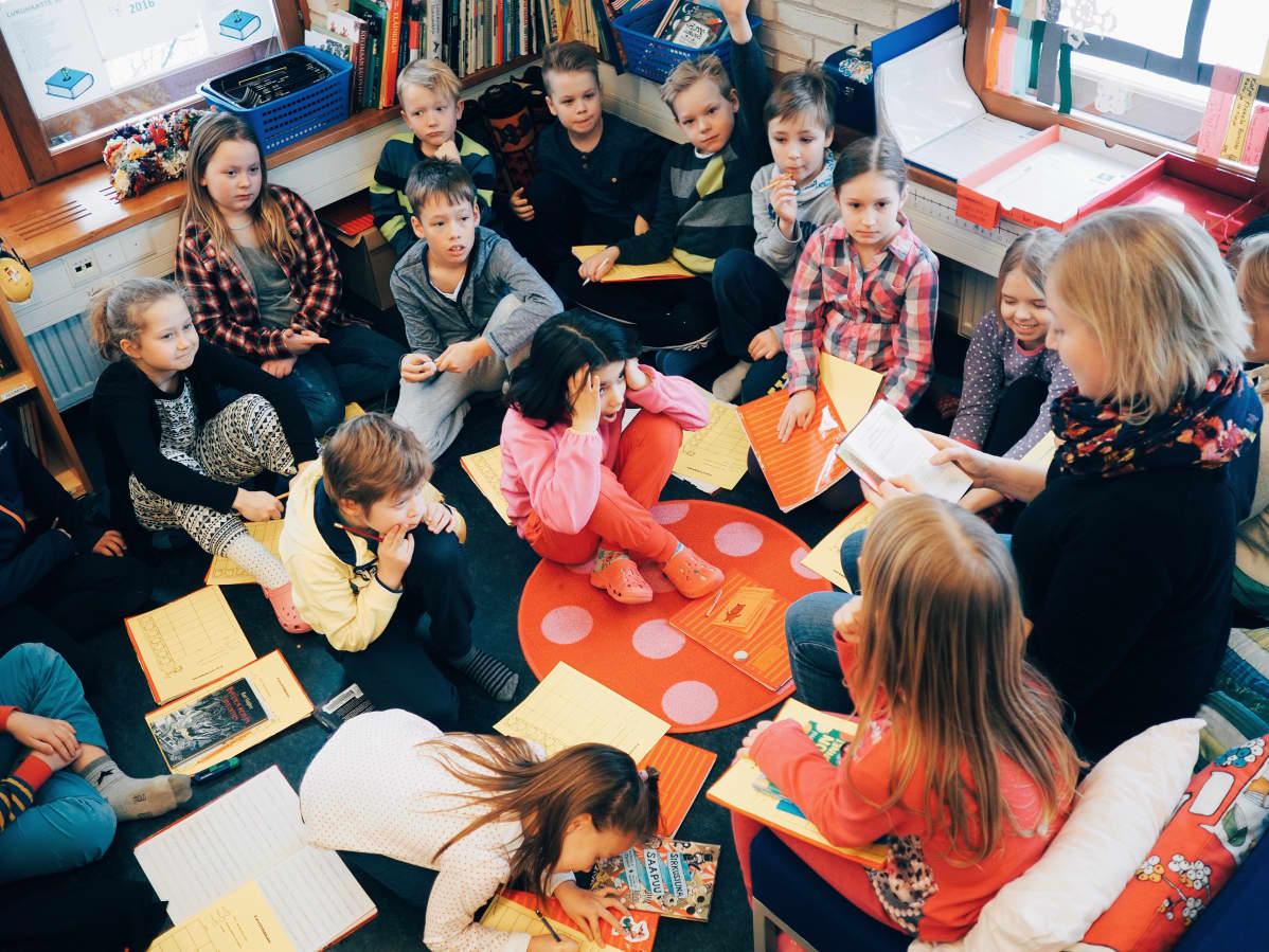 Lukunurkka on oppilaiden lempipaikka luokassa.