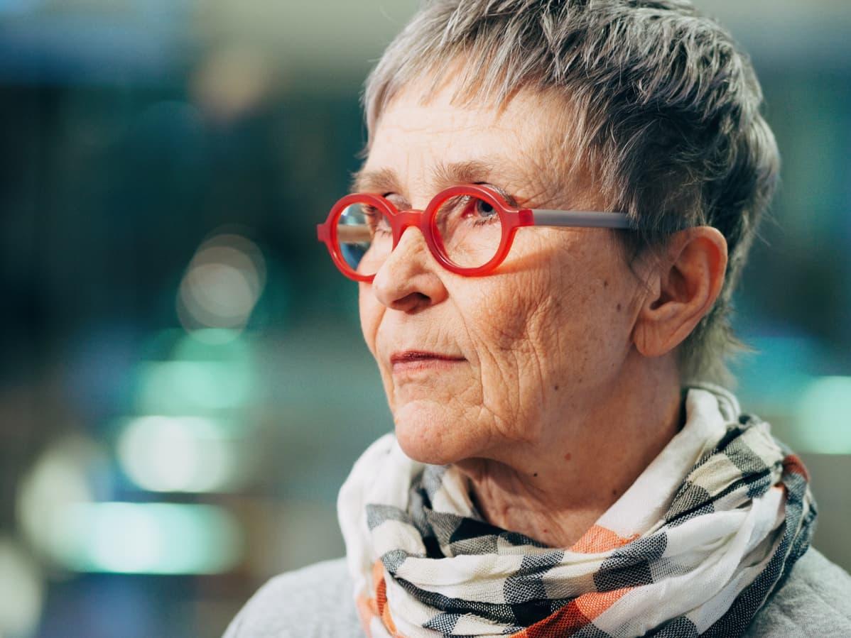 Helena Linnalla on kirjallisuuden opettamisesta kymmenien vuosien kokemus.
