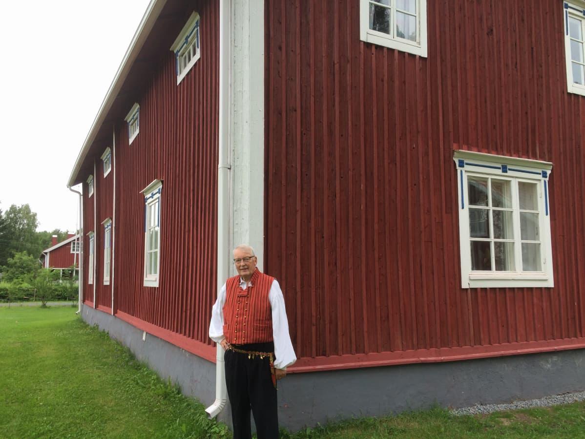 Professori Olavi Koivukangas.