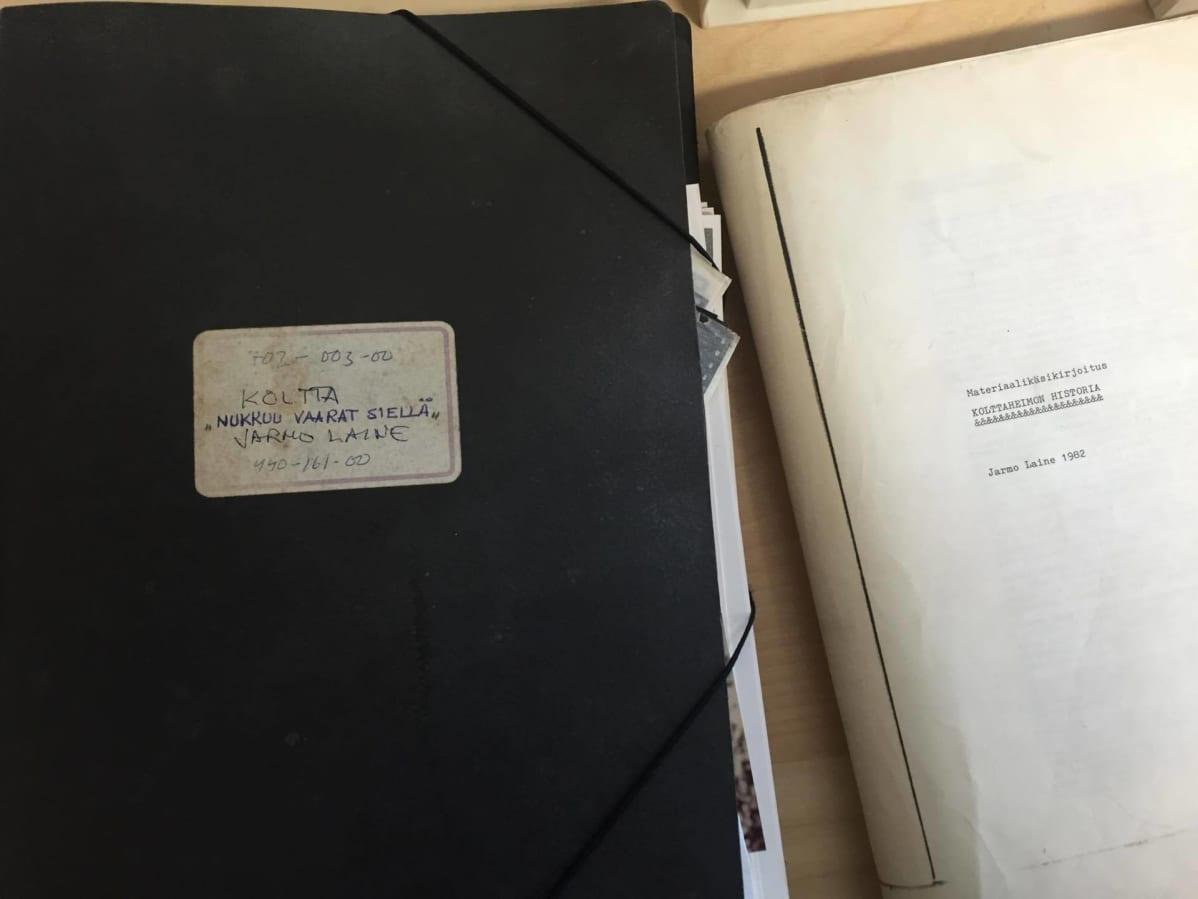 Dokumentaristi Jarmo Laineen saamelaisdokumenttien materiaalit luovutettiin Saamelaisarkistolle.